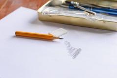 Kompassse, Bleistift und Machthaber auf Karopapier Stockbild
