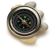 Kompasu i morza kamienie Obrazy Royalty Free