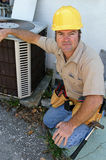 kompetent repairman för ac Arkivbilder