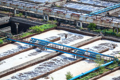 Kompleks kanalizacyjnego traktowania baseny dla wodny przetwarzać Zdjęcia Stock