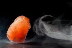 Kompletterande medicin Himalayan vagga salt Kristall som läker och royaltyfria foton