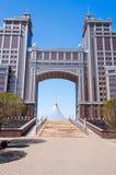 Komplex av byggnader på den Medborgare Korporation KazMunaiGas rundafyrkanten i Astana Arkivbilder