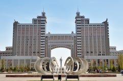Komplex av byggnader på den Medborgare Korporation KazMunaiGas rundafyrkanten i Astana Royaltyfria Foton