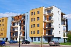 Komplex av moderna lägenheter Arkivfoton