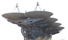 Komplex av satellit- antenner Arkivbild