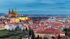 Komplex för Prague slott med gotisk St Vitus Cathedral, Hradcany, Arkivfoton