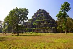 Komplex Koh Ker för forntida tempel. Cambodja. Royaltyfria Bilder