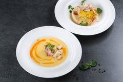 Komplex matställe Bra tjäna som av couscouskusiner med kött och grönsaker Arkivfoton
