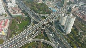 Komplex v?gf?reningspunkt p? Sunny Day porslin shanghai flyg- sikt stock video