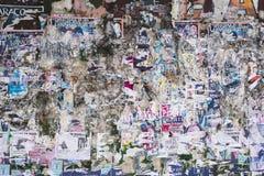 Komplexe verfallende Poster-Wand-Beschaffenheit Stockfoto