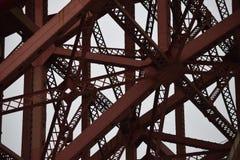 Komplexer Brückenmetallbau stockfoto