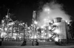 komplicerat industriellt oljeraffinaderi Royaltyfri Foto