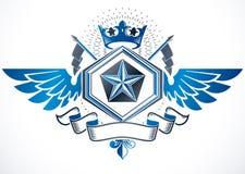 Komponerade det dekorativa emblemet för tappning genom att använda monarkkronan och penta Royaltyfri Foto