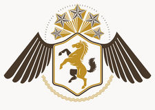 Komponerade det dekorativa heraldiska vektoremblemet för tappning med örnwi Fotografering för Bildbyråer