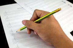 Komponować muzykalne notatki na papierze zdjęcie royalty free