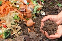 Kompost med composted jord Arkivbild