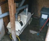 Kompostmaskin av en composting toalett arkivbilder