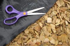 komposttäckning scissors weedmatt Arkivbild