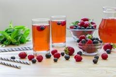 Kompott von Himbeeren, von Erdbeeren und von Blaubeeren Lizenzfreie Stockfotografie