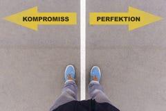 Kompromiss/Perfektion,妥协或perfectio的德国文本 库存照片