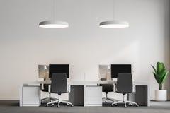 Komputerów stoły w loft biurze, podsufitowe lampy ilustracja wektor