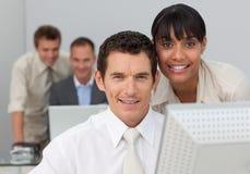 komputerów target563_1_ biznesowi ludzie Zdjęcie Stock