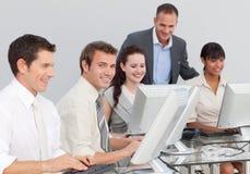 komputerów target662_1_ biznesowi ludzie Zdjęcia Stock