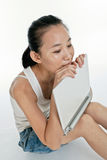 komputer jej laptopu kobiety potomstwa Obrazy Royalty Free