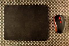 Komputer matowa i komputerowa mysz na łozinowych tekstur wytarciach, zakończenie fotografia royalty free