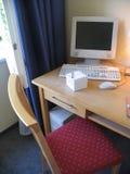 komputer osobisty krawędzi pokoju hotelu stół zdjęcie royalty free