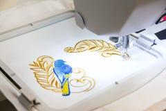 Komputer - pomagająca Hafciarska maszyna Obraz Royalty Free