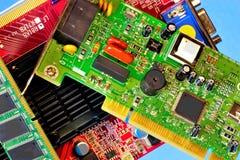 Komputer wśrodku, obwód deska, radiowi składniki Drukowana obwód deska projektuje dla elektrycznego i machinalnego związku fotografia stock