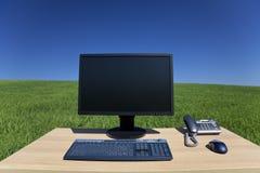 komputerowa biurka pola zieleń Fotografia Royalty Free