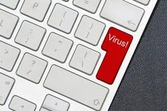 Komputerowa klawiatura z słowo wirusem obraz stock
