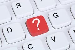 Komputerowa klawiatura z znak zapytania pomocy symbolem Zdjęcia Stock