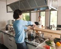 komputerowa kucharstwa mężczyzna kobieta Zdjęcie Royalty Free