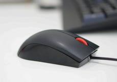Komputerowa mysz przy biurem obrazy royalty free