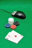 Komputerowa mysz z grzebaków karta do gry i układami scalonymi Fotografia Royalty Free