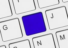 Komputerowa notatnik klawiatura z pustym błękita kluczem fotografia stock