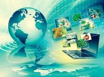 Komputerowa ruchliwość, internet komunikacja i obłoczny oblicza pojęcie: laptop z chmurą koloru zastosowania ikony ilustracja wektor