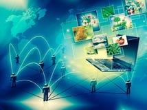 Komputerowa ruchliwość, internet komunikacja i obłoczny oblicza pojęcie: laptop z chmurą koloru zastosowania ikony ilustracji