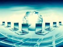 Komputerowa ruchliwość, internet komunikacja i obłoczny oblicza pojęcie: laptop z chmurą koloru zastosowania ikony royalty ilustracja