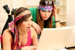 komputerowe dziewczyny dwa potomstwa Obrazy Royalty Free