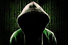 Komputerowego hackera programowania kodu Beztwarzowy kapturzasty anonimowy tło obrazy royalty free