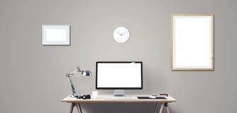 Komputerowego pokazu i biura narzędzia na biurku Komputeru stacjonarnego ekran odizolowywający obraz royalty free