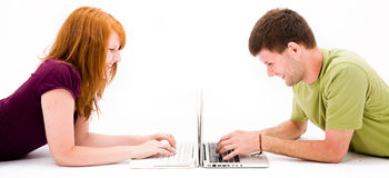 komputerowi dziewczyny laptopu mężczyzna potomstwa Zdjęcie Stock