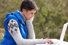 komputerowi laptopu kobiety potomstwa Fotografia Royalty Free