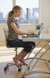 komputerowy żeński domowy działanie Obraz Stock