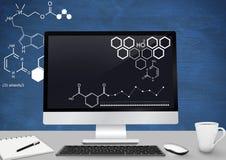 Komputerowy biurka przedpole z blackboard grafika nauka diagramy obraz stock