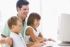 komputerowy człowiek dziecko dwóch młodych Zdjęcie Stock